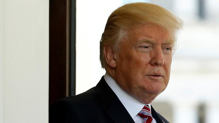 Acusan a Trump de pedir al jefe del FBI que dejara de investigar a su exasesor de Seguridad Nacional