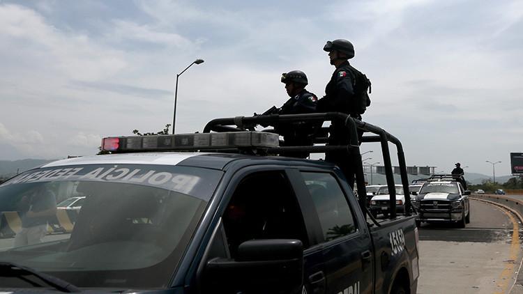 ¿El policía es el delincuente? El Ejército desarma a decenas de agentes en un municipio de México