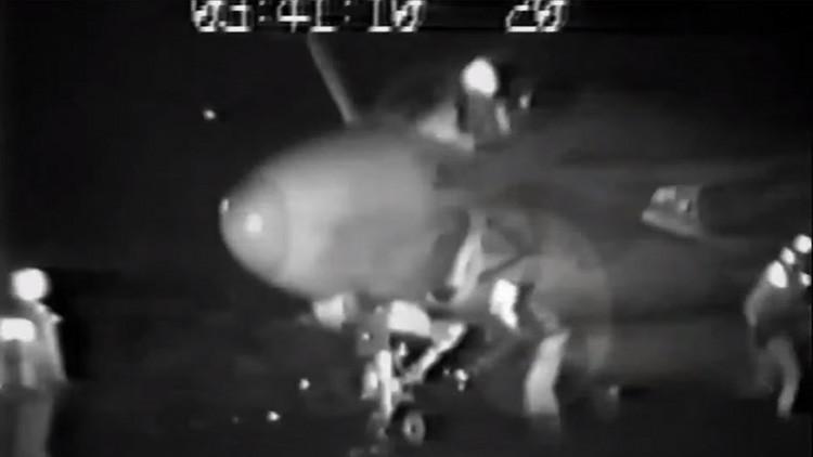 El escalofriante video de un soldado de EE.UU. absorbido por el motor de un caza sacude la Red