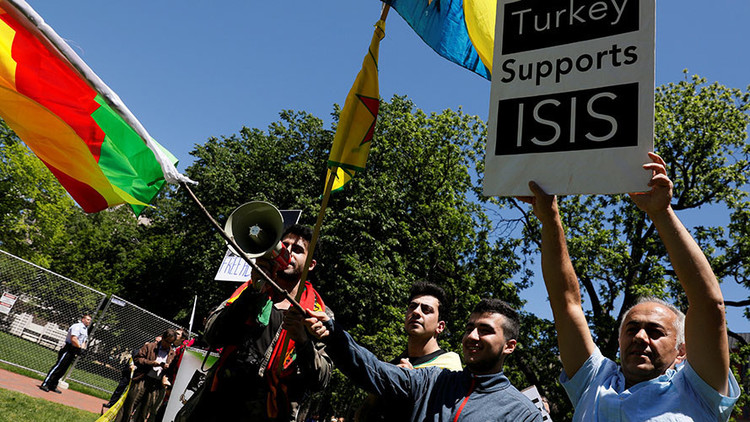 VIDEO: Miembros de seguridad de Erdogan agreden a manifestantes en Washington