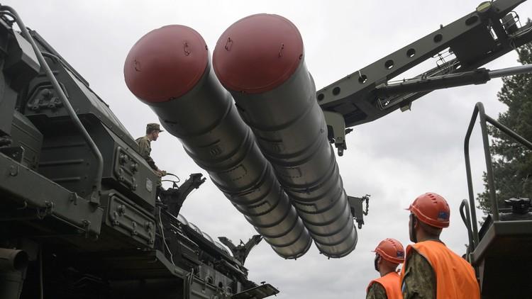 VIDEO: Rusia muestra por primera vez la maniobra de recarga de lanzadores de misiles S-400 Triumf