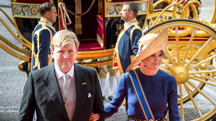 El rey de los cielos': El monarca de Países Bajos revela que pilota de incógnito aviones de KLM