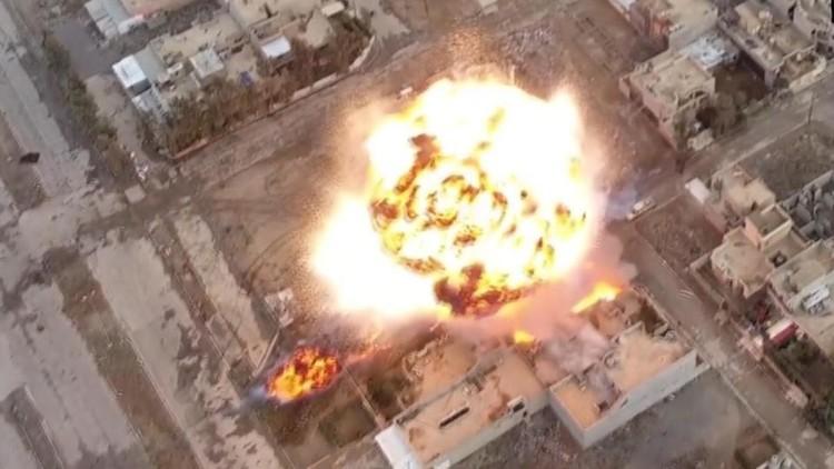 Grabación a vista de dron: Así operan los coches bomba del Estado Islámico