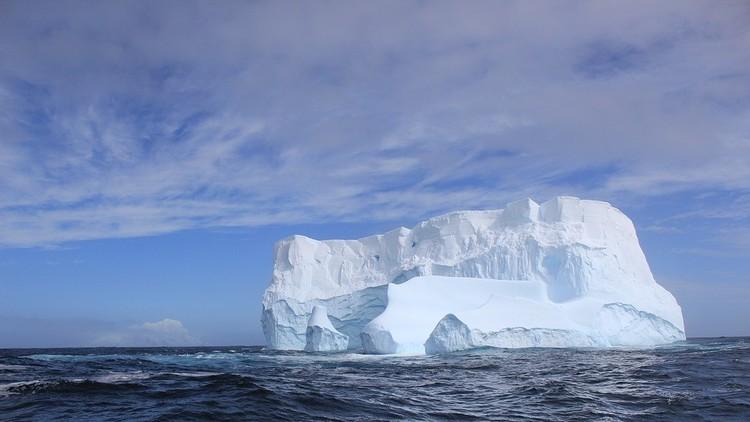 Por primera vez en la historia extraen 'hielo combustible' del fondo del Mar de la China Meridional