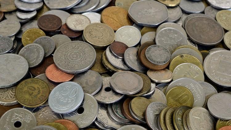 Colocan 15.000 monedas al lado de un canal y estas son las reacciones de los transeúntes