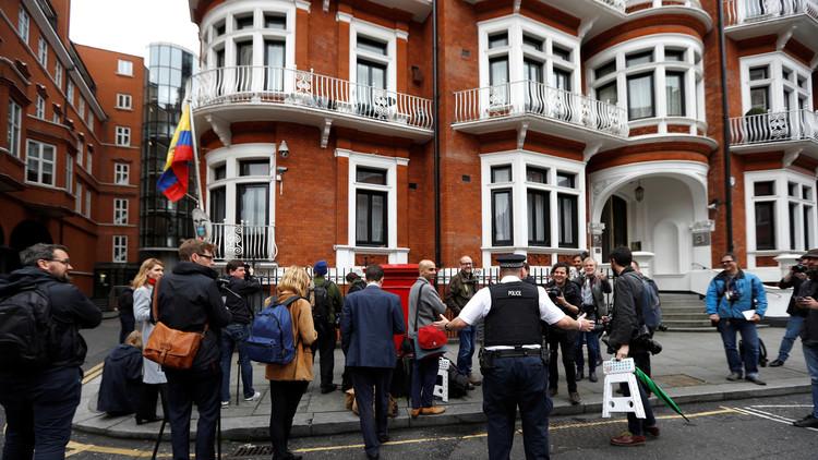 """Abogado: """"Assange es libre de abandonar la Embajada de Ecuador cuando quiera"""""""