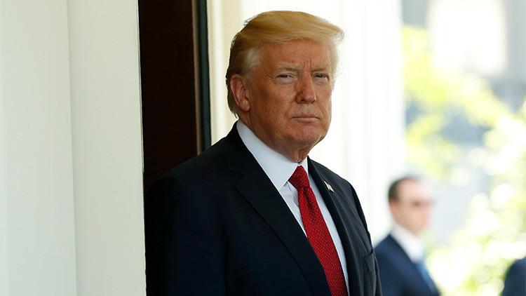 CNN: Abogados de la Casa Blanca estudian cómo funciona un 'impeachment'... por si acaso