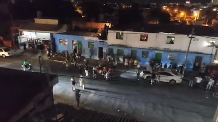 FUERTES IMÁGENES: Una multitud intenta linchar a un ruso en México por sus videos con insultos