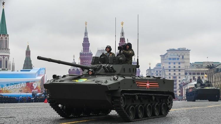 ¿Caen tanques del cielo? Diario británico sugiere que Rusia prepara la III Guerra Mundial