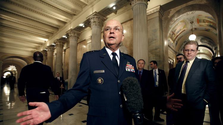 """Exdirector de la CIA afirma que Trump es visto como un """"idiota útil"""" por el Kremlin"""