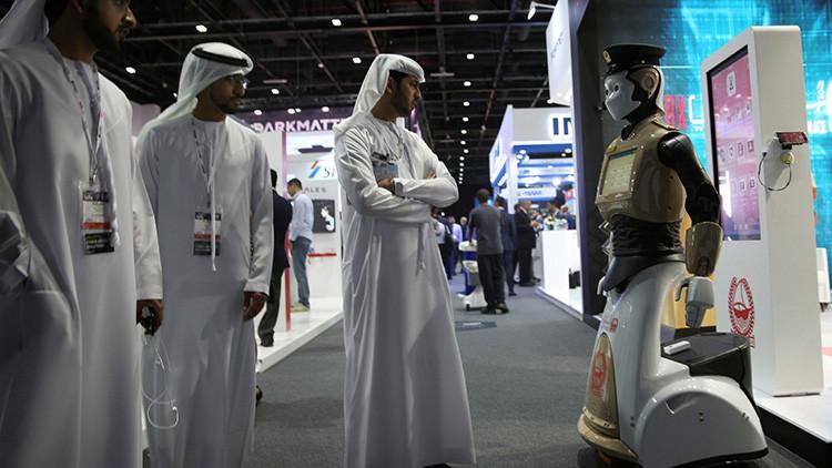 Robot vigila las calles de Dubai