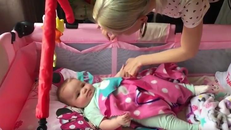 Un detalle raro en unas fotos permite diagnosticar un cáncer a una bebé