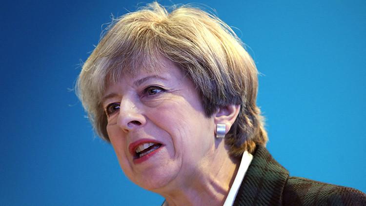 """""""Un atroz ataque terrorista"""": Theresa May se pronuncia sobre las explosiones en Manchester"""