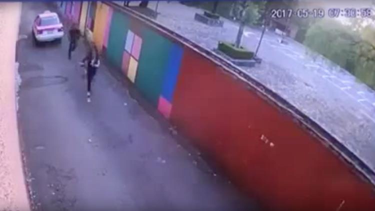 FUERTE VIDEO: Cámaras de seguridad en México captan a un taxista atacando a una menor
