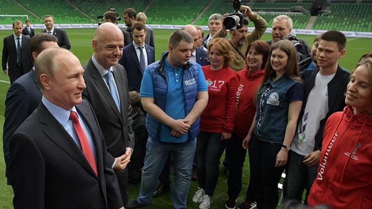 """""""Fantástico e increíble"""": Putin muestra a Infantino un nuevo estadio en el sur de Rusia"""