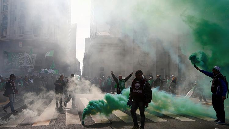 """La guerra de los """"ñoquis"""": Debates sobre el empleo público en Argentina"""