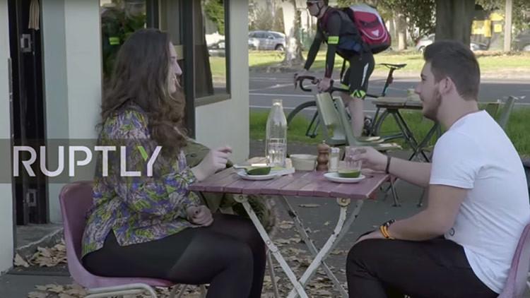 Así se prepara el 'avo-latte's', el café servido en aguacate que se hizo viral (Video)