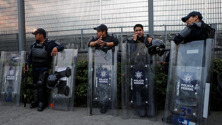 Suspenden a 20 policías por no ayudar a un ruso linchado por una multitud en México