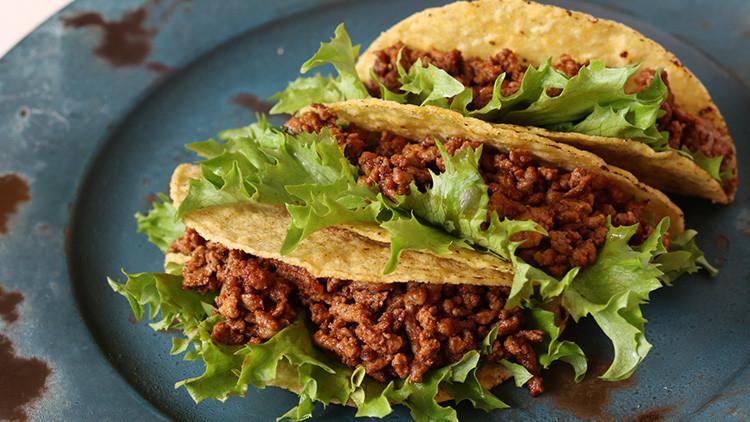 México: Comen tacos y consomé, asaltan al dueño, lo matan y huyen