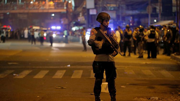 Videos: Al menos dos muertos tras dos explosiones en una estación de autobuses de Yakarta
