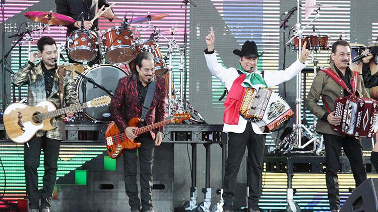 Multan al popular grupo mexicano Los Tigres del Norte por cantar 'narcocorridos'