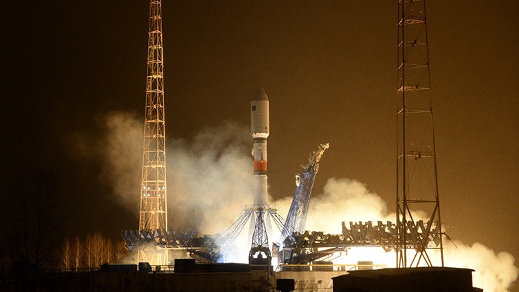 VIDEO: Rusia lanza un satélite militar de nueva generación a bordo de un cohete portador Soyuz-2.1b