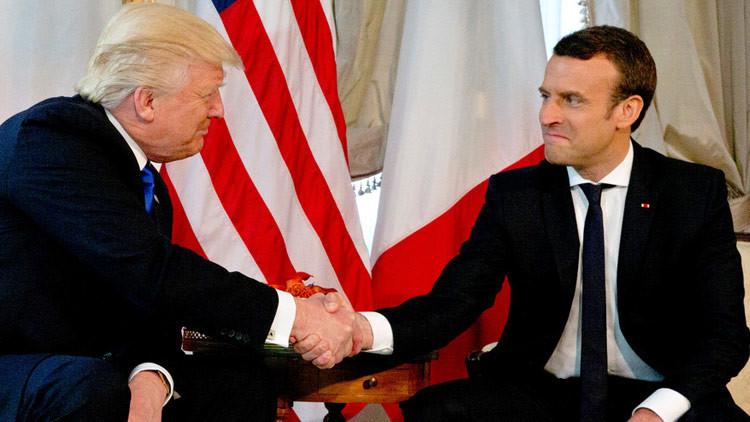 El triturador estrechón de manos entre Trump y Macron (VIDEO)