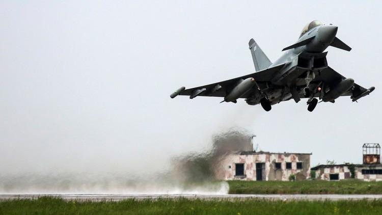 Piloto británico deja un 'mensaje de amor' para el Estado Islámico en una de sus bombas (FOTO)