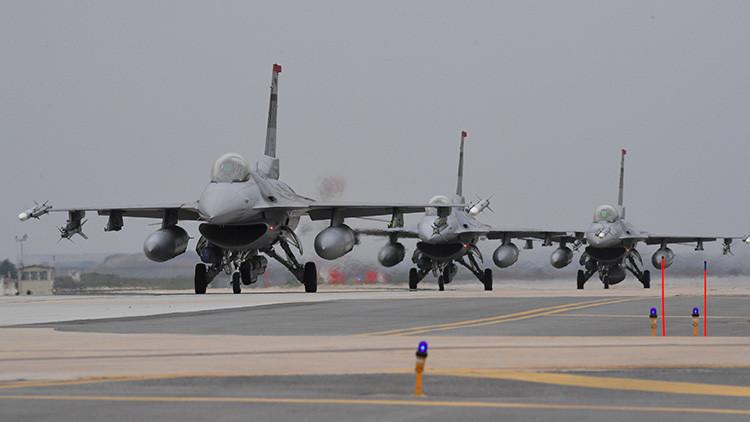 Un ataque aéreo encabezado por EE.UU. mata a 80 familiares del EI en Siria