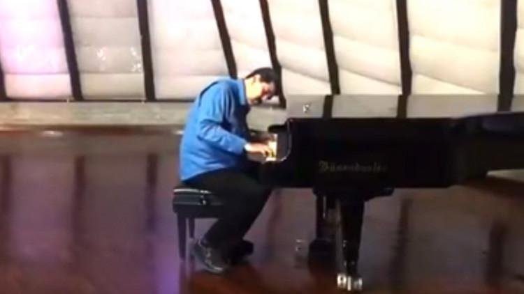 Sorprende Maduro a redes sociales al tocar el piano
