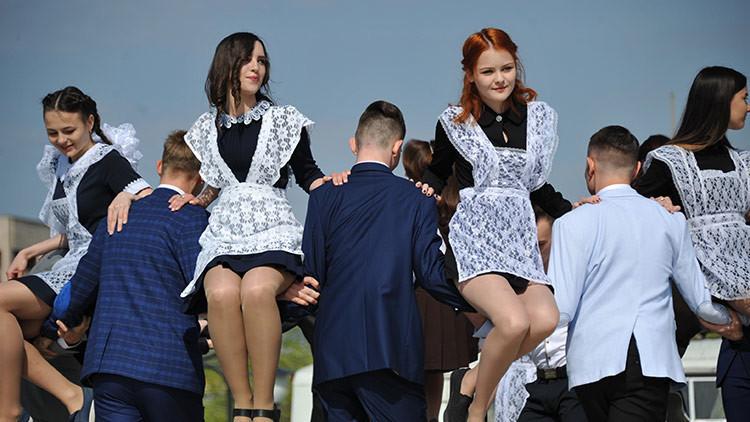 ¡Adiós, colegio! Los alumnos rusos y su fiesta de despedida de la escuela