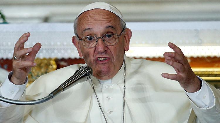 El papa Francisco, contra los sacerdotes 'wikipedia'