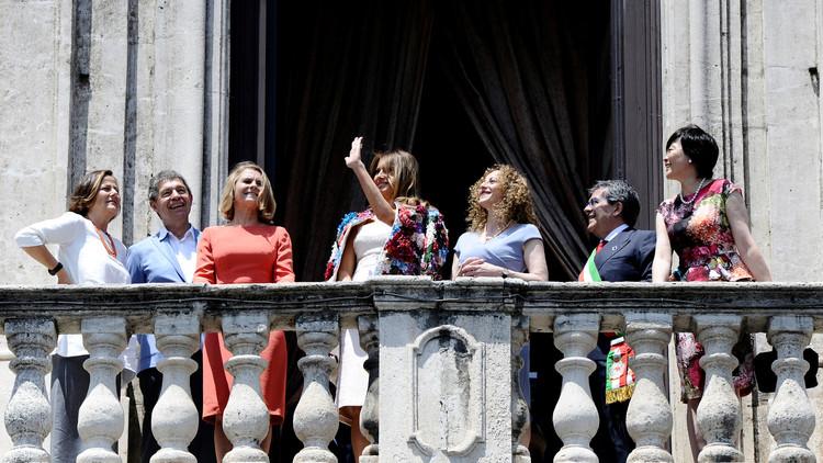 Flores de la discordia: vuelven a criticar a Melania por su vestimenta en Italia (fotos)