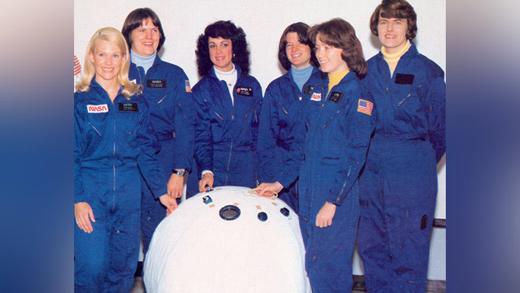 La NASA planeaba rescatar a astronautas en una 'pelota de playa' (Fotos)
