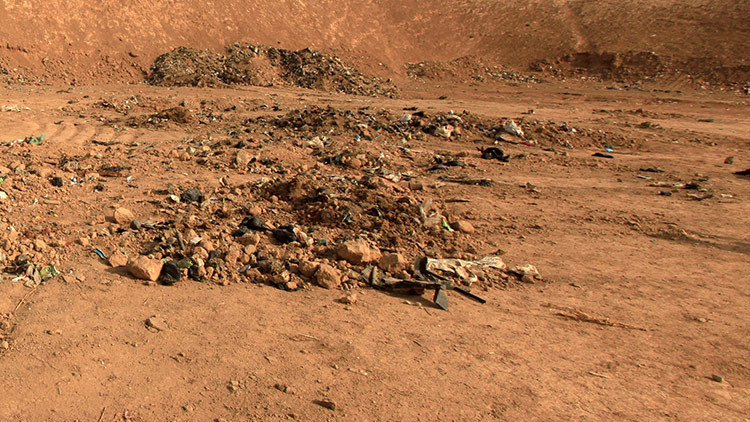 Hallan en Siria una gran fosa común con cientos de víctimas decapitadas por el EI