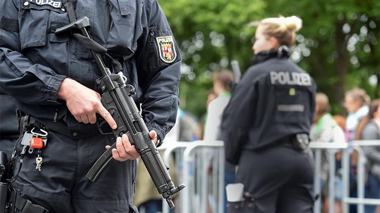 """Evacuan una calle en Berlín por un coche sospechoso con """"cables"""" y """"un bote de gasolina"""" dentro"""