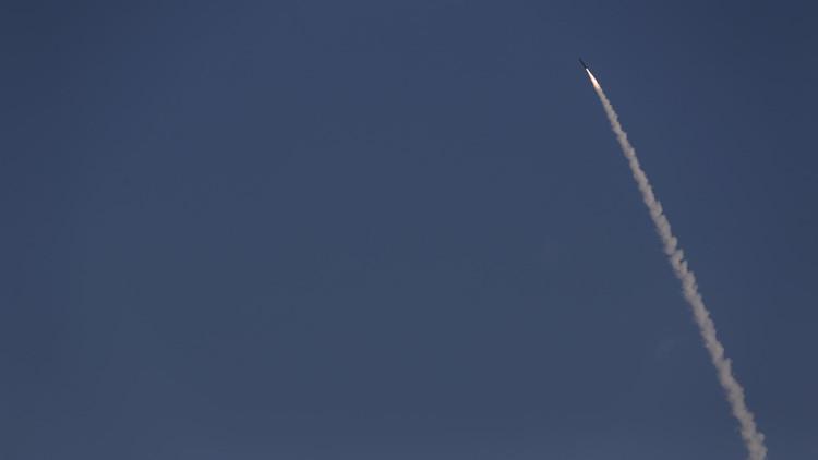 Israel lanza un misil sobre el mar Mediterráneo (VIDEO)