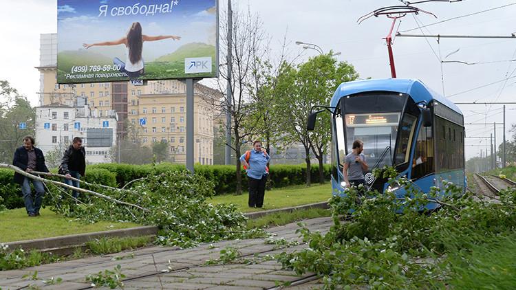 FUERTE VIDEO: Un hombre muere como consecuencia de las intensas rachas de viento en Moscú