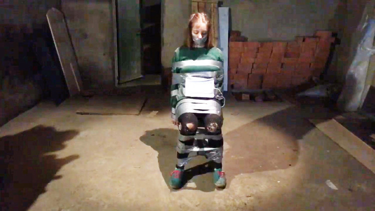 Indignación en la Red por la transmisión de una chica atada y con un cronómetro en cuenta regresiva
