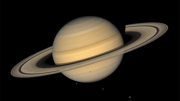 Las lunas y los anillos de Saturno podrían haber renacido varias veces