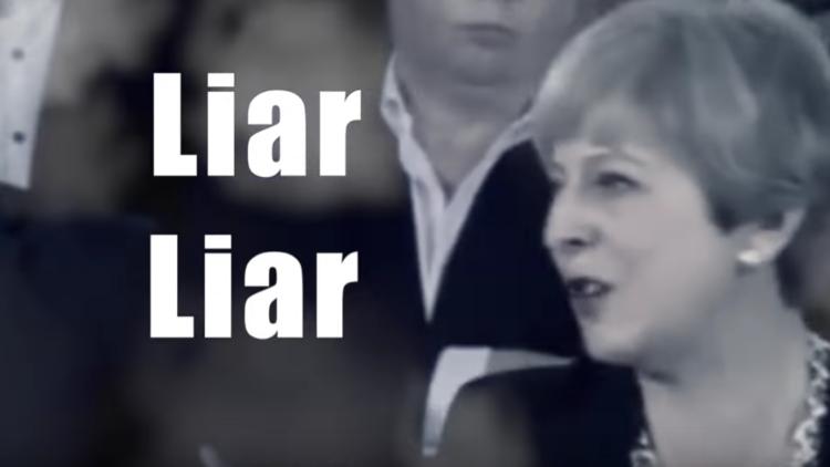"""Mentirosa, mentirosa"", la canción contra la primera ministra británica que lidera iTunes"