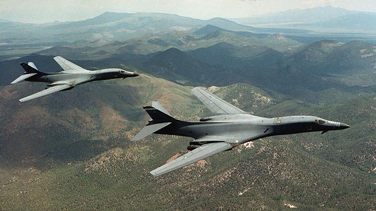 """""""Al borde de la guerra"""": Bombarderos de EE.UU. sobrevuelan la frontera coreana"""