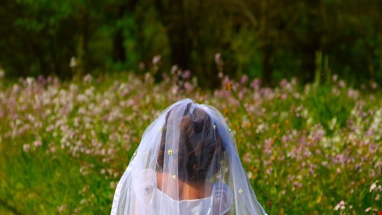 Un sacerdote viola a una niña de 10 años (y como si fuera poco, la obligan a casarse con él)