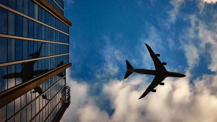 Avión aterriza en Melbourne luego que pasajero asegurara tener una bomba — Emergencia