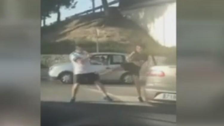 La extraña pelea al estilo Mortal Kombat protagonizada por dos hombres que bloqueó el tráfico