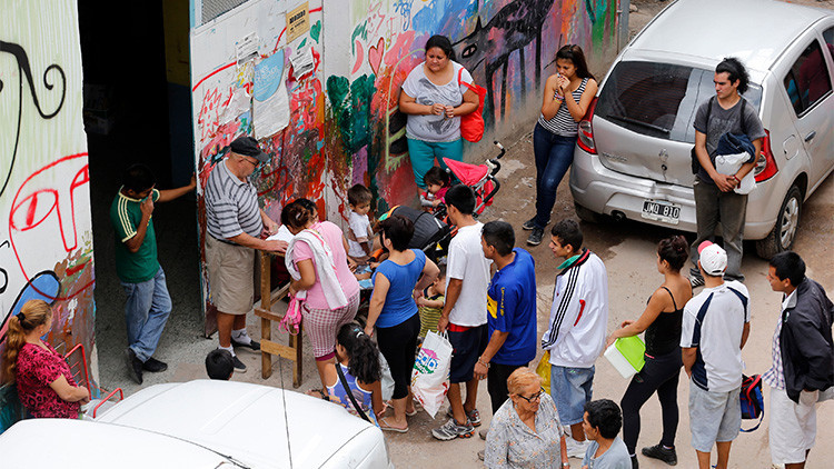 Seis cuadras de cola: Buenos Aires ofrece 10.000 puestos de trabajo