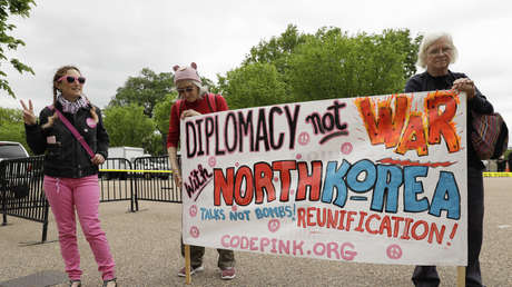 Una protesta contra la guerra con Corea del Norte frente a la Casa Blanca, EE.UU., 26 de abril de 2017