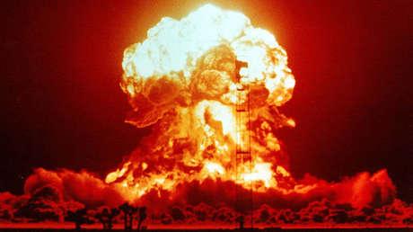 Una explosión nuclear durante una prueba en EE.UU.