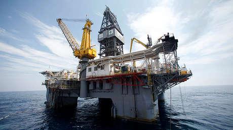 La plataforma de perforación petrolífera Development Driller III en el lugar de la catástrofe de la Deepwater Horizon, golfo de México.
