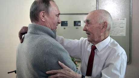 Putin visita a su viejo jefe en el KGB